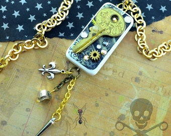ANTIQUE TREASURE - Couture Domino Resin Steampunk Key Necklace