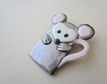Mouse pin brooch