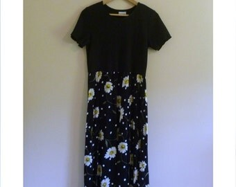 Vintage Grunge Dress with Daisies - Size S/M