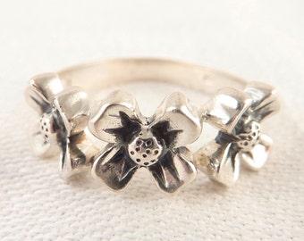 Size 7.25 Vintage Sterling Triple Flower Band Ring