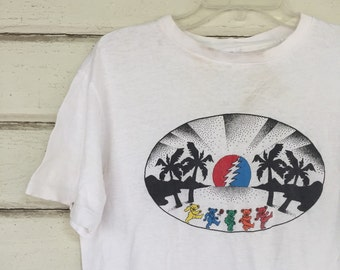 VINTAGE Grateful Dead t shirt thin soft parking lot concert tee