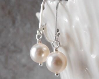 Small Pearl Bridal Earrings, Cream Swarovski Pearl Earrings, Bridal Jewelry, Minimalist Jewelry,  Petite Pearl Earings, Sterling Silver