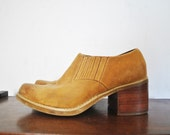 Leather Ankle Bootie / brown short boot / stacked chunky heel / size 6 1/2