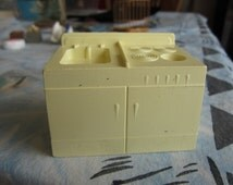 Dollhouse Kitchen Decor. Pale Yellow Sink. Made by Superior. #241