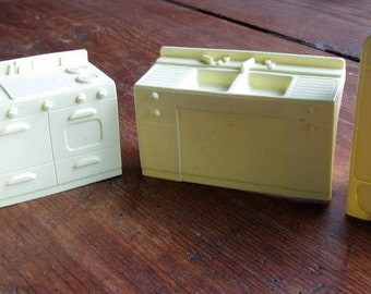 Dollhouse Kitchen Appliances: Double Sink, Fridge, Stove, Cabinet. Light Yellow. Hard Plastic. MARX #40