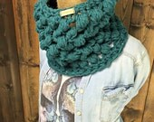 Bubble Stitch Crochet Chunky Cowl Scarf  Neck Warmer - CLEARCUT  - Turquoise