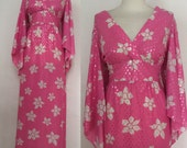 Vintage 60s / Pink And White / Floral Print / Flower Pattern / Kimono / Glitter / Theater / Costume / Party Dress / Size Large