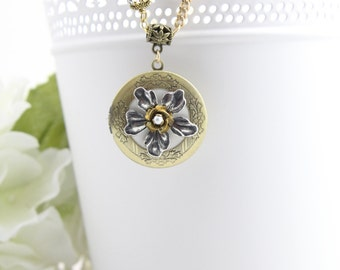 Botanical Flower Photo Locket Necklace - Large Round Photo Lockets - Gifts Under 30 - Memory Lockets for Women - Necklace for Mother - LK11