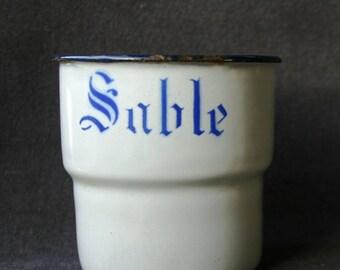 Vintage Sand enamel pot. Fun kitchen French home decor.