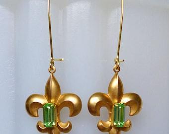 Peridot Royalty // Art Deco Gold Fleur de Lys Drop Earrings with 1940s Vintage Peridot Gems, Shabby Chic Bohochic Bohemian Retro Glamour