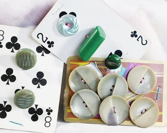 Vintage Green Buttons, Jade Green, Grass Green, Retro Buttons  - B22