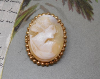 Vintage Carved Silhouette of Lady Shell Cameo Brooch    MDH6