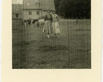 "Vintage Photo ""The Streaking Girls"" Weird Mistake Snapshot Photo Old Antique Photo Black & White Photograph Found Photo Paper Ephemera - 46"