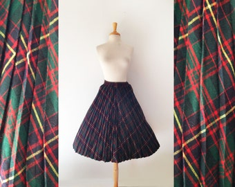 Plaid 1950s pleated wool skirt with large pockets, size small