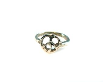 Silver Peace Sign Ring. Vintage 1970s Hippie Bohemian Handmade Peace Symbol, Boho Jewelry. Size 6.75