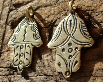 Moroccan small shiny gold colour hand pendant with circles