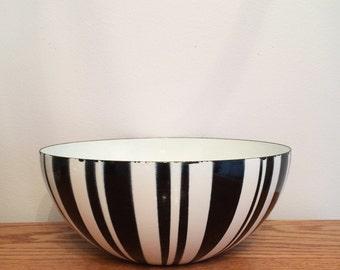 "Vintage 9 1/2"" Cathrineholm Of Norway Black Striped Zebra Enamelware Bowl Large Mid Century Salad Fruit Bowl"