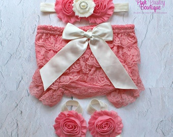 Newborn Photo Outfit - Baby Girl Diaper Cover - Baby Lace Bloomer Set - Newborn Bloomers - Cake smash outfit - Newborn Ruffle Diaper cover