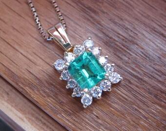 Vintage 18k Yellow Gold Colombian Emerald Diamond Pendant Necklace