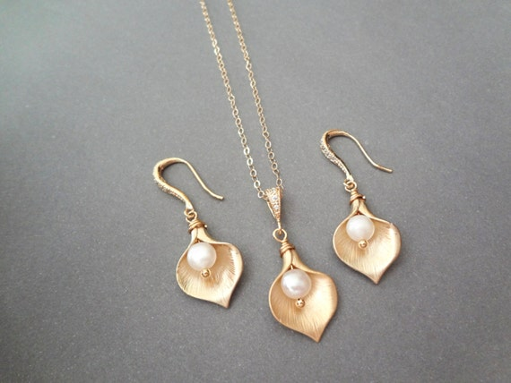 Gold Calla Lily necklace and earrings set,Freshwater pearls,Gold filled,Brides jewelry set- Bridesmaids jewelry set,High quality ,Top seller