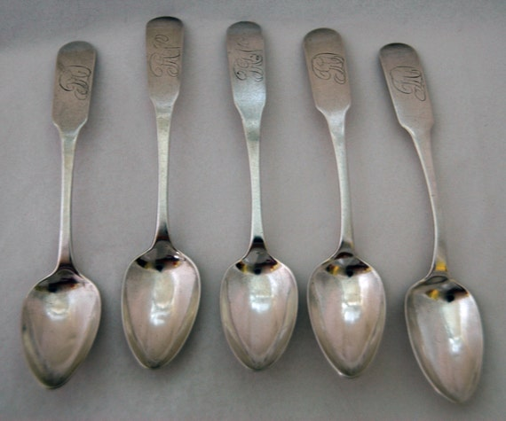 "5 Antique J BEDFORD Fishkill, N Y  COIN SILVER Tspns Downturned Fiddle Handle Ca 1810-1815 Ornate Feathered Script 5 1/2 "" L"