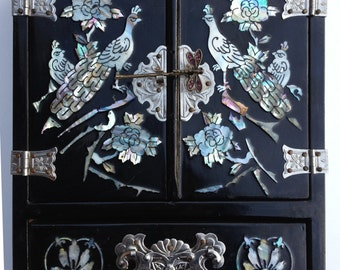Vintage 1960s Chinese Lacquered Jewelry Chest Mother of Pearl Inlay