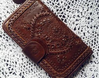 MARRAKECH. Brown leather wallet / brown leather clutch /  travel wallet / zip clutch / zip wallet. Available in different leather colors.