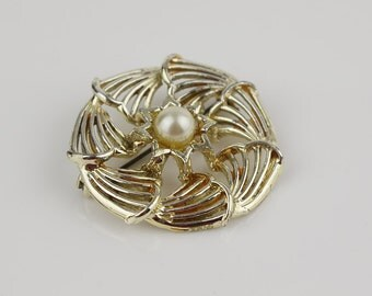 Signed Hollywood Vintage Flower Brooch with Faux Pearl Set Centre