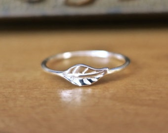 Dainty Vintage 925 Sterling Silver Leaf Ring