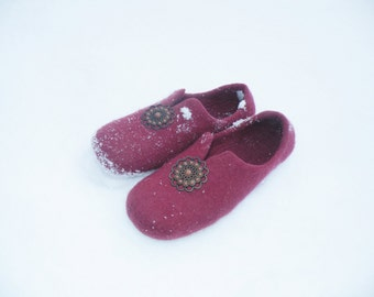 Bordeaux wool felted slippers, wool felt slippers, women house shoes, bordeaux home shoes, woolen clogs, bridesmade gift