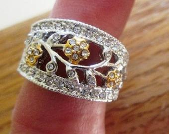 Vintage Estate Sale,  Sterling Silver Flower Rhinestone Ring, SIZE 6, Floral Ring, Anniversary Ring, Vintage Floral Ring