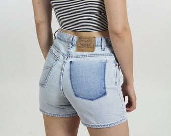 Women's Levi's High Waisted Denim Jean Shorts  Light Wash Vintage Size 29