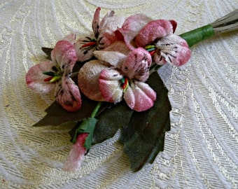 Velvet Pansies Millinery Flowers Ivory Pink Shaded Bunch of Six Old Fashioned Bouquet for Hair Clip Corsage Bridal Bouquet Hats 3FN0090P