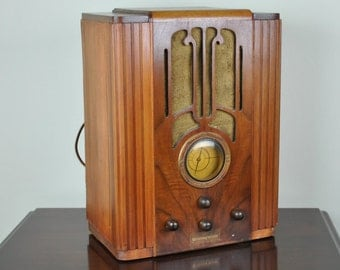 Antique 1935 Westinghouse AM Radio Plays And Looks Great.   FREE SHIPPING!