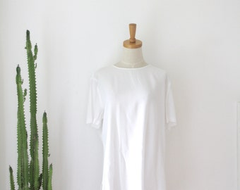 White minimalist top. Boxy white shirt. 90s basic white top. Sheer white button back top. Minimal white top. Artist shirt. White Avant Garde