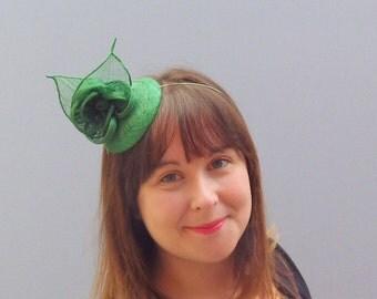 Emerald Green Fascinator Cocktail Hat. Sinamay Straw Head Piece Headband. For Weddings, Races, Derby etc.