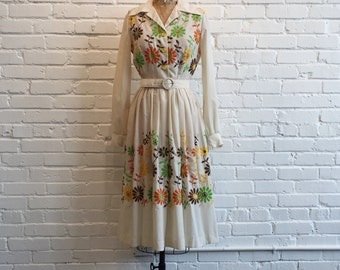 1970s Daisy Embroidered Dress // 70s Springtime Floral Dress // Vintage 1970s fit n flare 1950s style