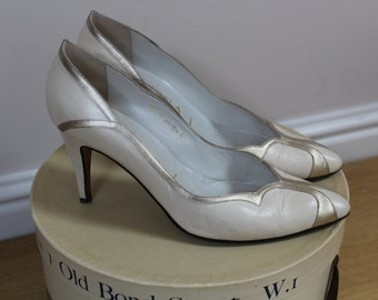 Gorgeous vintage ivory and metallic leather kitten heel shoes 'Gina' size 6.5