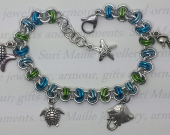Seaside chain maille Barrels charm bracelet in blue and green