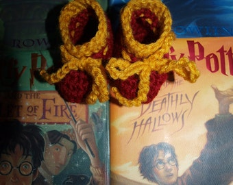 Harry Potter newborn inspired booties, newborn Harry Potter inspired booties, baby Harry Potter socks, baby Harry Potter clothes
