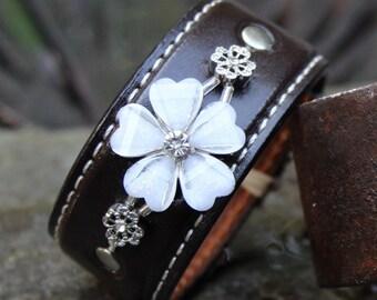 White Crystal Flower Leather Bracelet