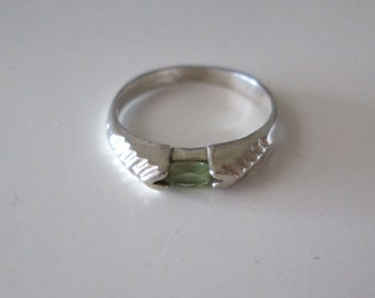 Sterling Silver Green Peridot gemstone Ring size 6.5
