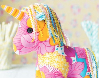 Yumi the Unicorn Pattern  884185
