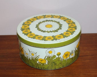 Nice vintage 60s round tin canister with daisies and yellow retro flowers. Designed by Pat Albeck, England