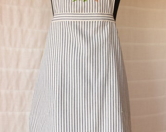 Cheerful Starfruit Design Embroidered Apron on Navy/Cream Ticking Fabric, Chef Style with Yellow-Trimmed Side Pockets, Adjustable Straps