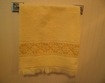 Vintage Mid Century J C Penney Hand Towel For Bath~Lemon Yellow