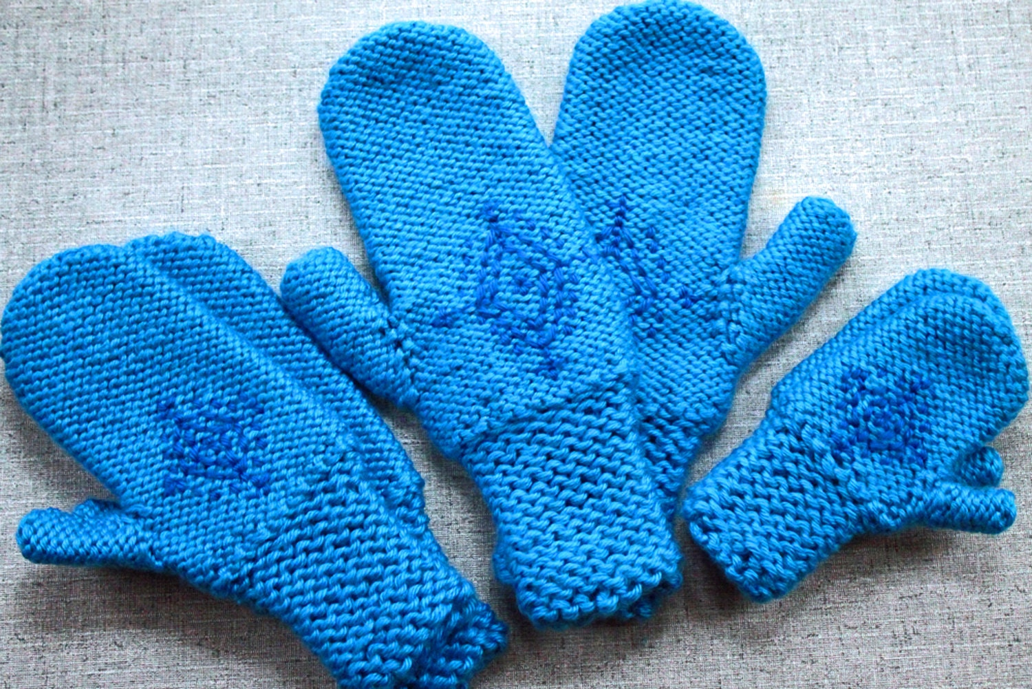 Knitting Pattern: Annas Frozen Mittens Snowflake Gloves