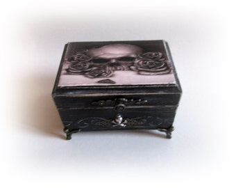 Sugar Skull Box Personalized Jewelry Box Skull Box Gothic Trinket Box Keepsake Antique Decoupage Box Gothic Jewelry Skull and Roses