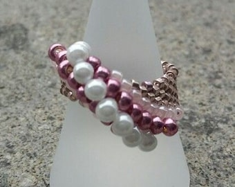 Peyote ring in pink shades