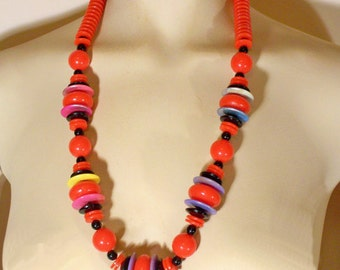 Vintage Chunky Red Plastic Beaded Necklace U3363 1980's 80's Ethnic Tribal Jewelry